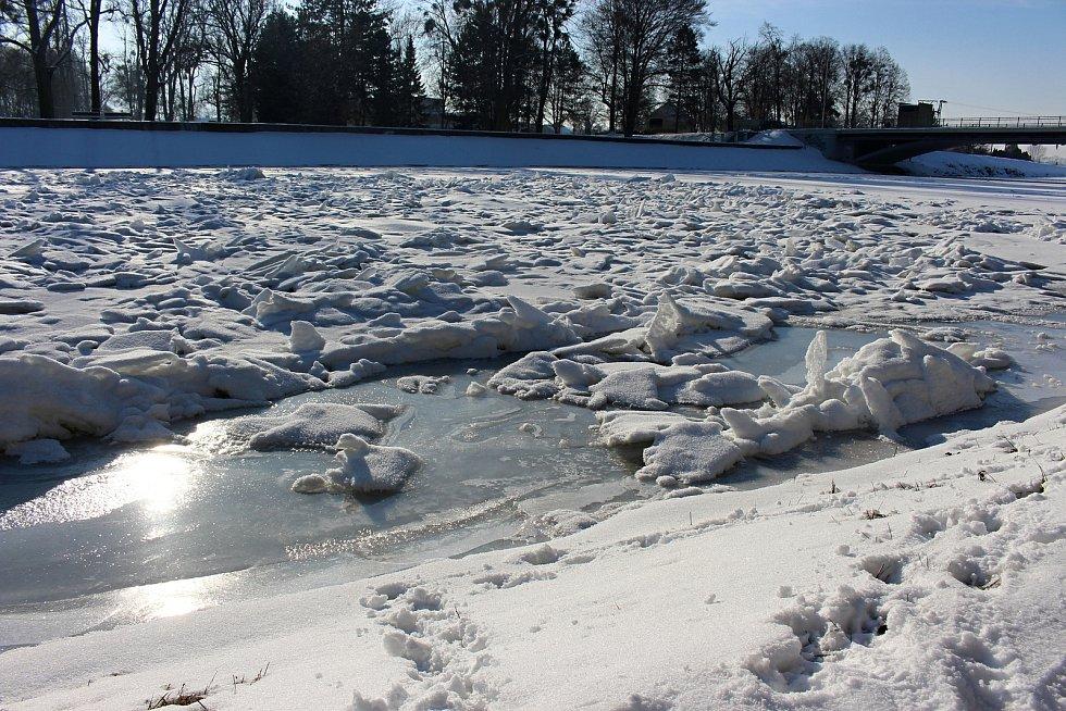 Řeka Bečva v Hranicích  15. února 2021
