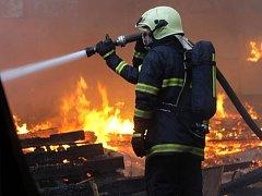 Majitelé domů, kteří si nenechali pročistit komíny, riskují pokutu a v horším případě požár.