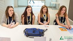 Studentky ze Střední soukromé odborné školy Hranice se dostaly do Top6 firem se svým produktem - Poolbagem. Nyní mají šanci postoupit do dalšího kola v Bruselu.
