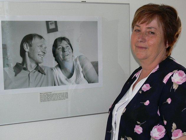 Výstava fotografií zachytila příběhy žen nemocných rakovinou prsu.