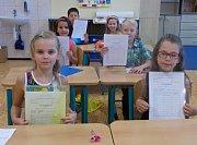 Spoustu jedniček na vysvědčení si odnášeli v pátek 30. června prvňáčci ze Základní školy 1. máje v Hranicích