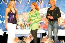 Markéta Vojtášková (vlevo) skončila pátá a Lenka Červená – Bořutová (uprostřed vyhrála kategorii Fitness žen.