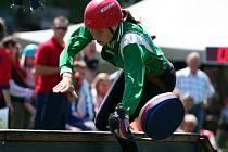 Při disciplíně 100 metrů překážek může mít jedno špatné došlápnutí na kladině fatální následky.