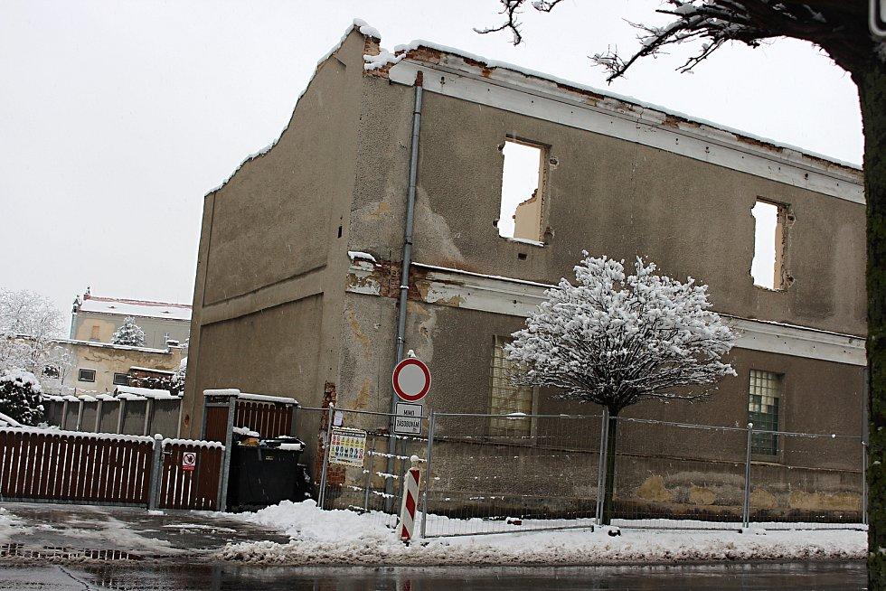Demolice nevyužívaných armádních budov u sídliště Kapitána Jaroše v Hranicích