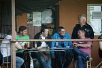 Fotbalisté Tatranu Všechovice (v bílém) v domácím prostředí rozdrtili 6:1 Kralice na Hané. Foto: Pavel Hrdlička