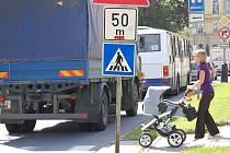 Nová studie značení přechodů pro chodce v Přerově počítá s tím, že zanikne přechod u prodejny Jednota v Palackého ulici a nahradí ho dva jiné.