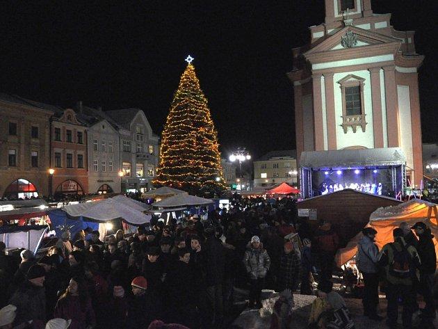 Rozsvícení vánočního stromu a vánoční jarmark v Hranicích