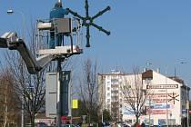 V Hranicích začala instalace vánočních ozdob.