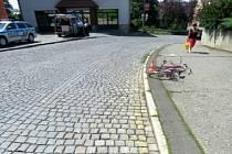 Neznámý řidič v Hranicích srazil cyklistu a ujel