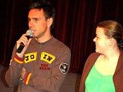 Na premiéru filmu Svatba na bitevním poli přijeli do Přerova i herci Roman Vojtek a Lucie Polišenská.