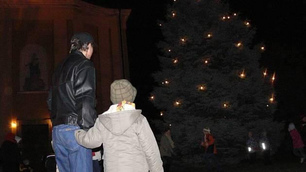 Rozsvícení vánočního stromu ve Všechovicích.