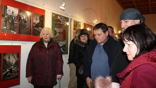 Slavnostní vernisáž zahájila ve čtvrtek 12. ledna výstavu fotografů Jiřího a Martina Necidů. Fotografie bratrů budou ve výstavní síni Stará radnice k vidění do 23. února.