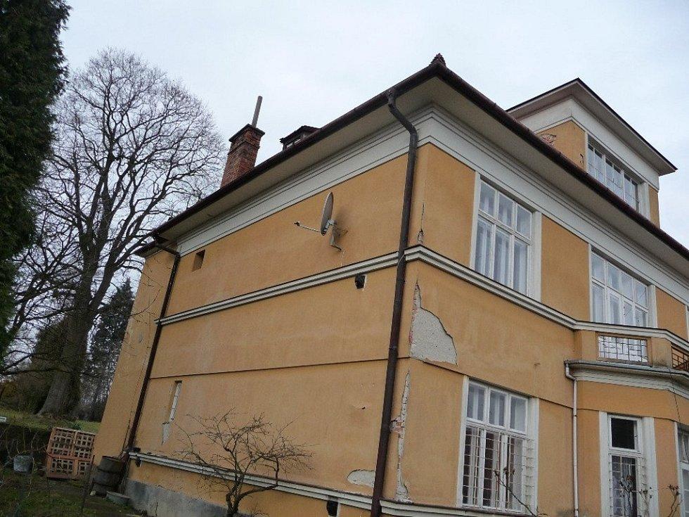Rodina Váňova se rozhodla zrekonstruovat rodinnou vilu a poskytnout ji jako bydlení lidem, kteří z jakýchkoliv důvodů hledají domov ve Skaličce.