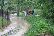 Teplickou ulici opět vyplavil Bezejmenný potok