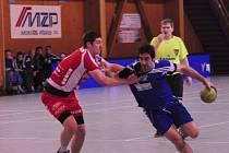 TJ Cement Hranice (v modrém) vs. HBC Jičín - finále Českého poháru