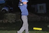 Celkem čtrnáct účastníků si nenechalo ujít noční turnaj na golfovém hřišti v Radíkově.