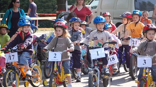 Kolem stovky mladých cyklistů si vyzkoušelo závod Mamut Tour.