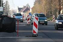 Třída Československé armády v Hranicích nabízí řidičům jedoucím ve směru od Lipníka nad Bečvou možnost vyzkoušet si slalom mezi dopravními značkami.