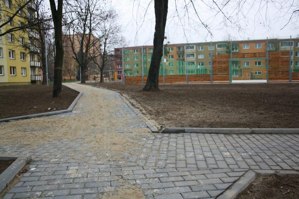 Další část regenerace sídliště Struhlovsko skončila.