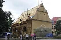 Oprava střechy kostela na Šromotově náměstí v Hranicích
