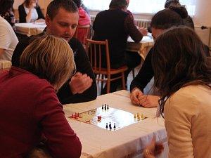 V Malhoticích se v sobotu uskutečnil turnaj v Člověče, nezlob se! V místním kulturním domě se ale nikdo nezlobil, u souztěžních stolů bylo naopak veselo.