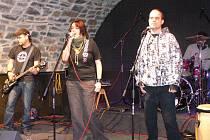 V Zámeckém klubu se konal benefiční koncert, jehož výtěžek putoval na konto hranického Kontaktního centra.