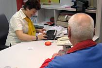 Pošta v Hranicích v pátek otevřela novou, bankovní přepážku.