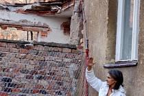 Obyvatelé Škodovy ulice v Přerově se obávají toho, že jejich dům zavalí zchátralý objekt bývalé slévárny Heinik.
