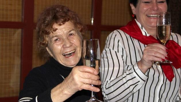 Anna Musilová, majitelka hranické Galerie M+M, obdržela Cenu Senior roku 2016 v kategorii Seniorka roku, kterou vyhlašuje Nadace Charta 77 v rámci svého projektu Senzační senioři.