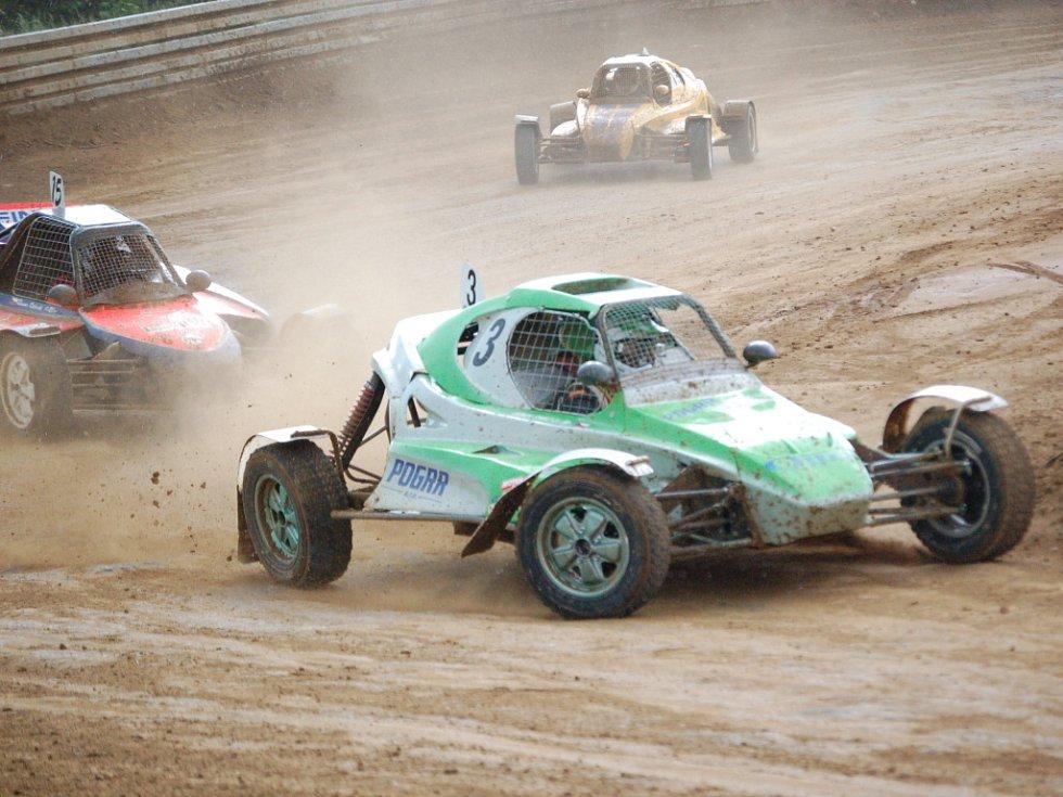 V Přerovské rokli se jel o víkendu první závod letošního Mezinárodního mistrovství České republiky v autokrosu.
