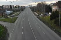 Takto vypadal průtah Hranicemi minulý týden. Automobilů ubylo díky nově zprovozněné dálnici.