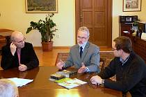 V Hranicích na radnici byl 23. února podepsán grantový program regionu na letošní rok