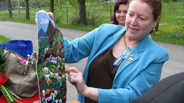 Velvyslankyně Peru María Landaveri navštívila Partutovice i se svojí maminkou