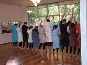 Žáci devátých tříd ze ZŠ Struhlovsko se loučili se školou představením, na které přišli i rodiče.