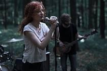 Kapela November 2nd v čele se zpěvačkou Sašou Langošovou. Foto: archiv kapely