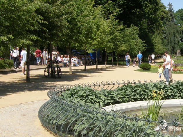 Promenádní koncerty v parku Michalov začaly 4. května a každý týden zpříjemňují obyvatelům Přerova nedělní odpoledne.