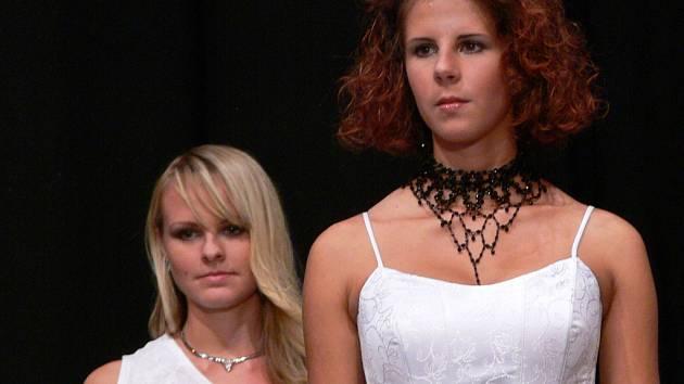 Na přehlídkovém molu se namísto profesionálních modelek představily obyčejné dívky a ženy.