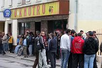 Kvůli mítinku Dělnické strany vyšly v sobotu 16. května desítky přerovských Romů do ulic.