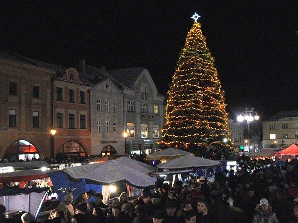Rozsvícení vánočního stromu a vánoční jarmark vHranicích