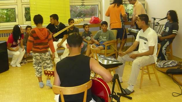 Díky romskému kroužku vznikla i hudební skupina Street Boys, která sklízí úspěchy po celé republice.