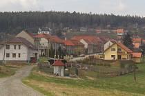 Za čistějším ovzduším a relativním klidem se lidé stěhují na venkov, například do Alojzova.