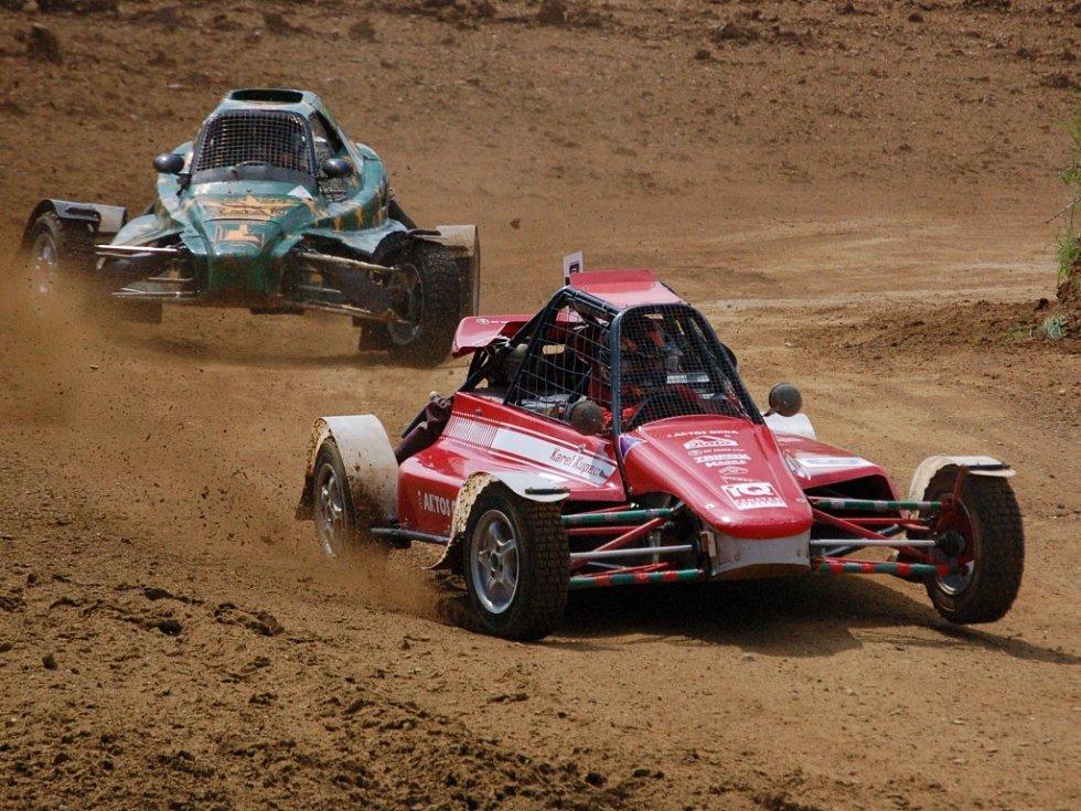 První letošní autokrosový závod v České republice se o víkendu jel v Přerovské rokli.