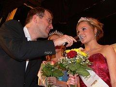 Vítězkou letošního 11. ročníku soutěže krásy Dívka roku 2009 se v Hranicích stala čtrnáctiletá Kristýna Šímová.