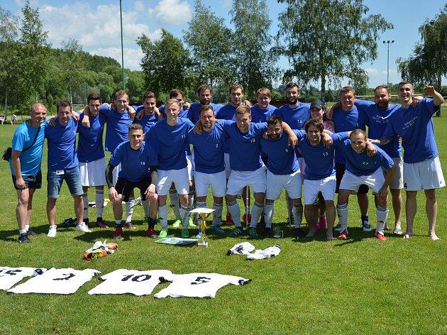 Fotbalisté Ústí se radují z postupu do divize.