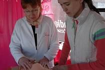 Růžový autobus uvítaly i ženy v Semilech.