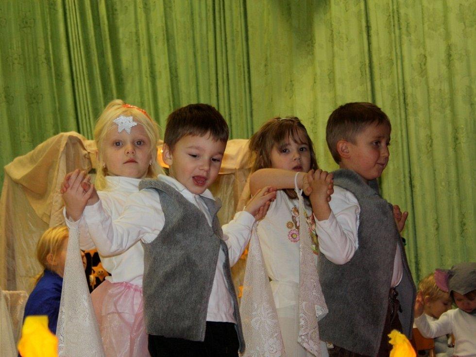 Děti ze školky v Hrabůvce zahrály před plným kulturním domem