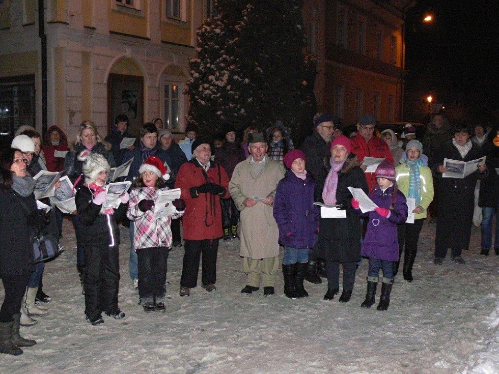 Zpívání koled na drahotušském náměstí