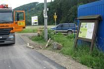 Po zpevněné stezce kolem Bečvy už se cyklisté pohodlně dostanou z Hranic až do chatové oblasti Dříň.