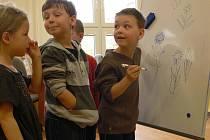 Učitel Lubomír Dostál v hranické školce