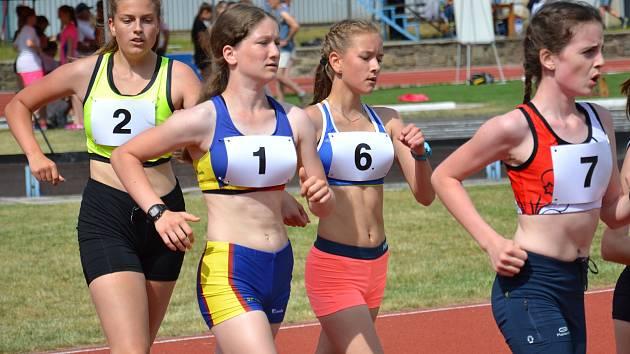 Hranická atletka Tereza Zápotocká (s číslem 1)